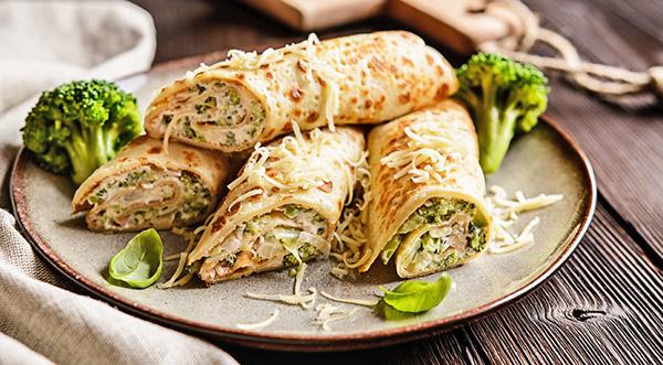 Блинчики с брокколи под сырным соусом